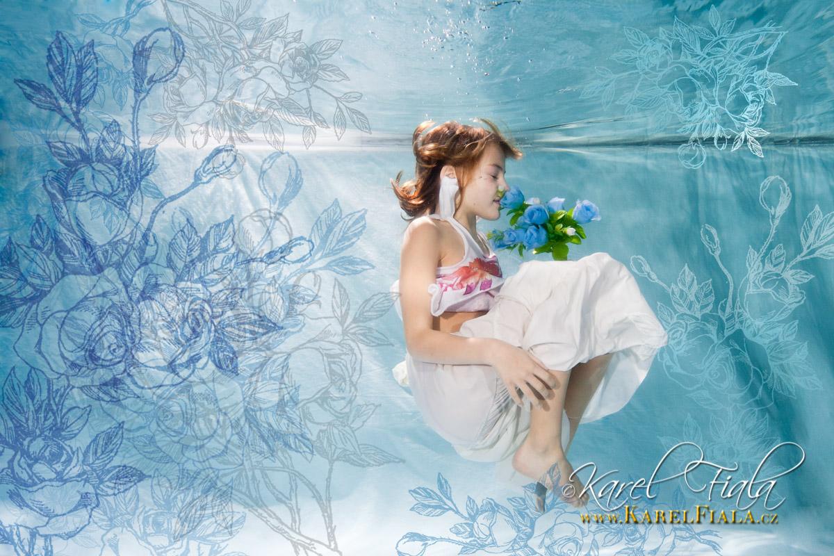 dítě focené pod vodou