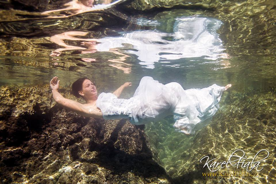 podvodní fotograf nevěsta vmoři
