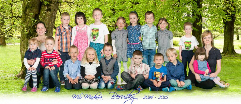 Panoramatická školní společná fotografie