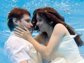 nevěsta a ženich pod vodou