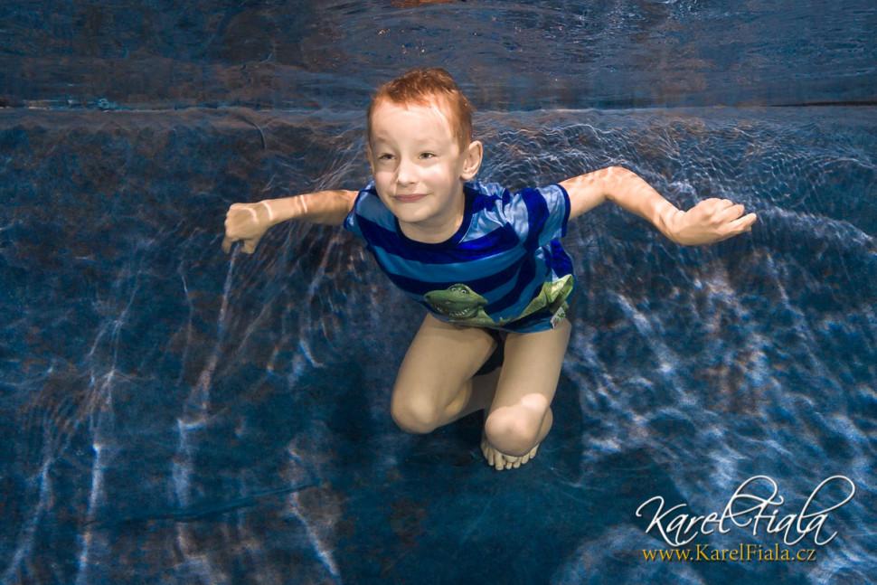 podvodní focení vplavecké škole dítě pod vodou fotograf pod vodou