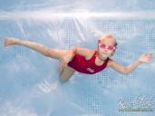 podvodní focení v plavecké škole dítě pod vodou fotograf