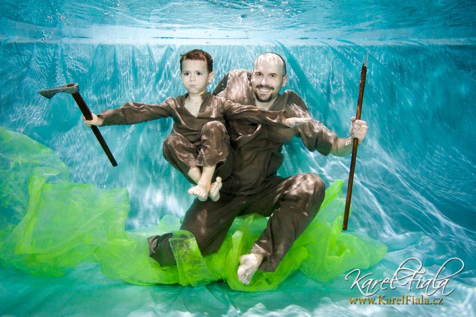 Rodinné adětské focení pod vodou vbaby klubu