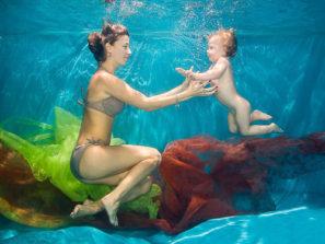 Rodinné focení pod vodou vbaby klubu
