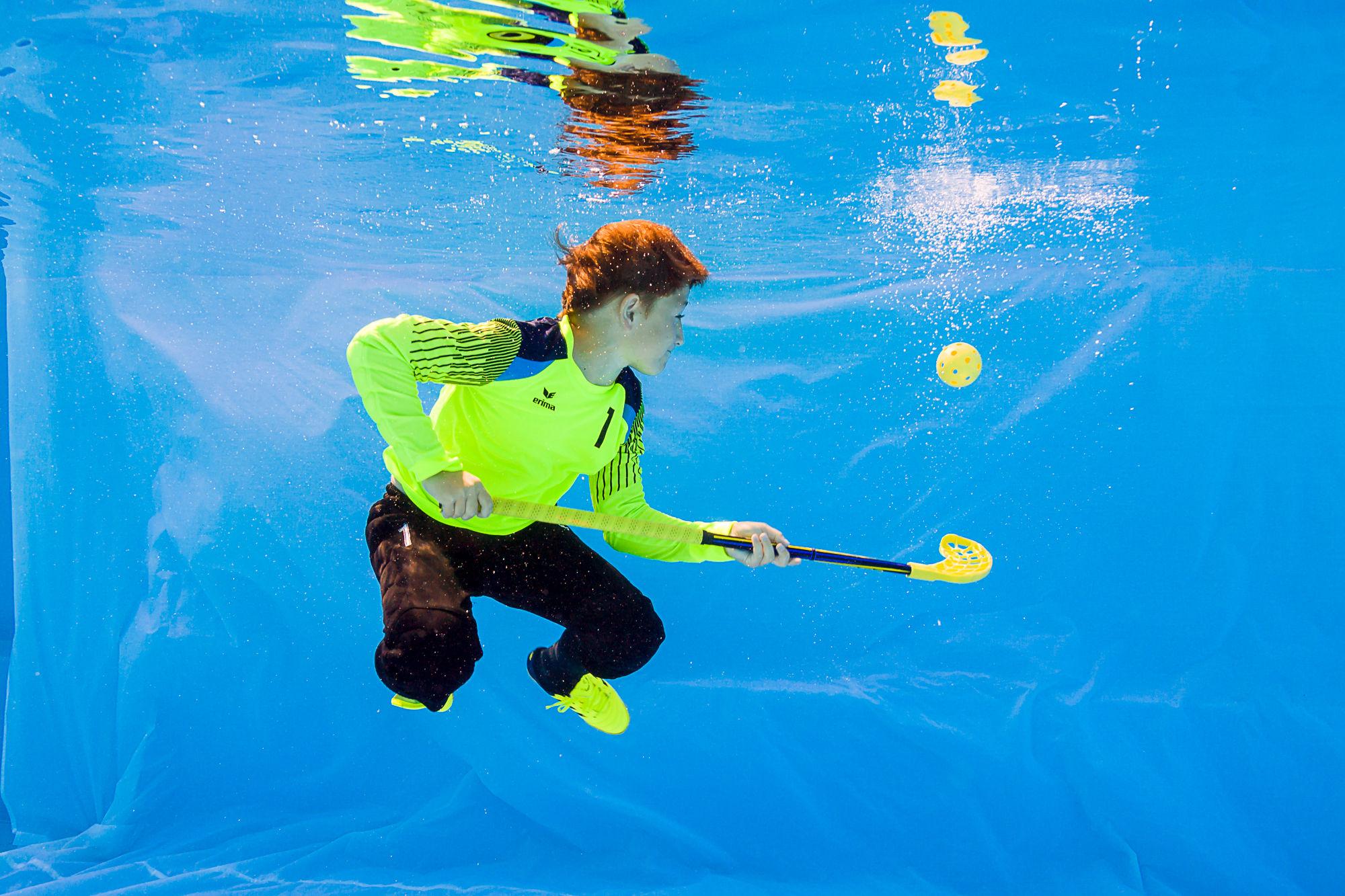 Florbal pod vodou