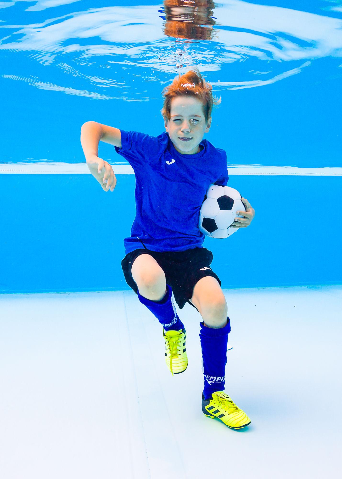 Fotbal pod vodou