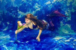 Focení pod vodou v kostýmu mořské panny